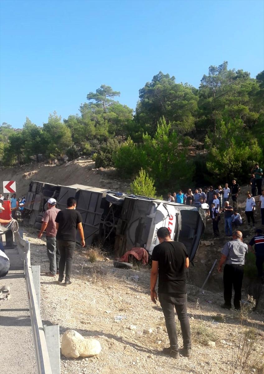 Mersin'de asker taşıyan otobüs devrildi: 4 şehit #4