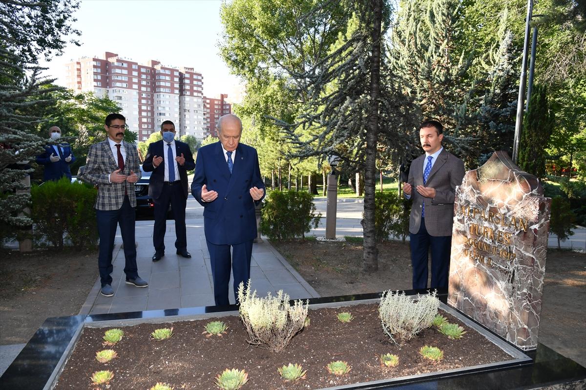 Bahçeli, Alparslan Türkeş'in kabrini ziyaret etti #4