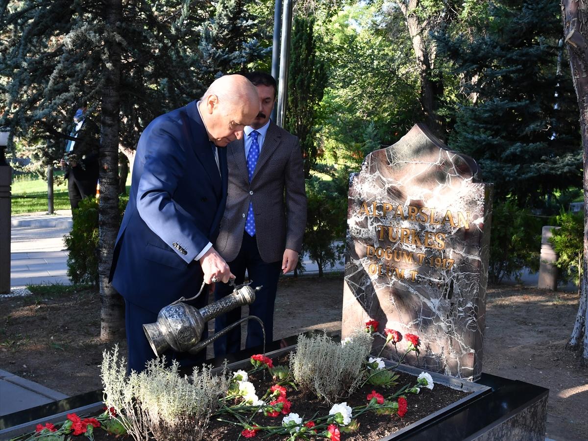Bahçeli, Alparslan Türkeş'in kabrini ziyaret etti #5