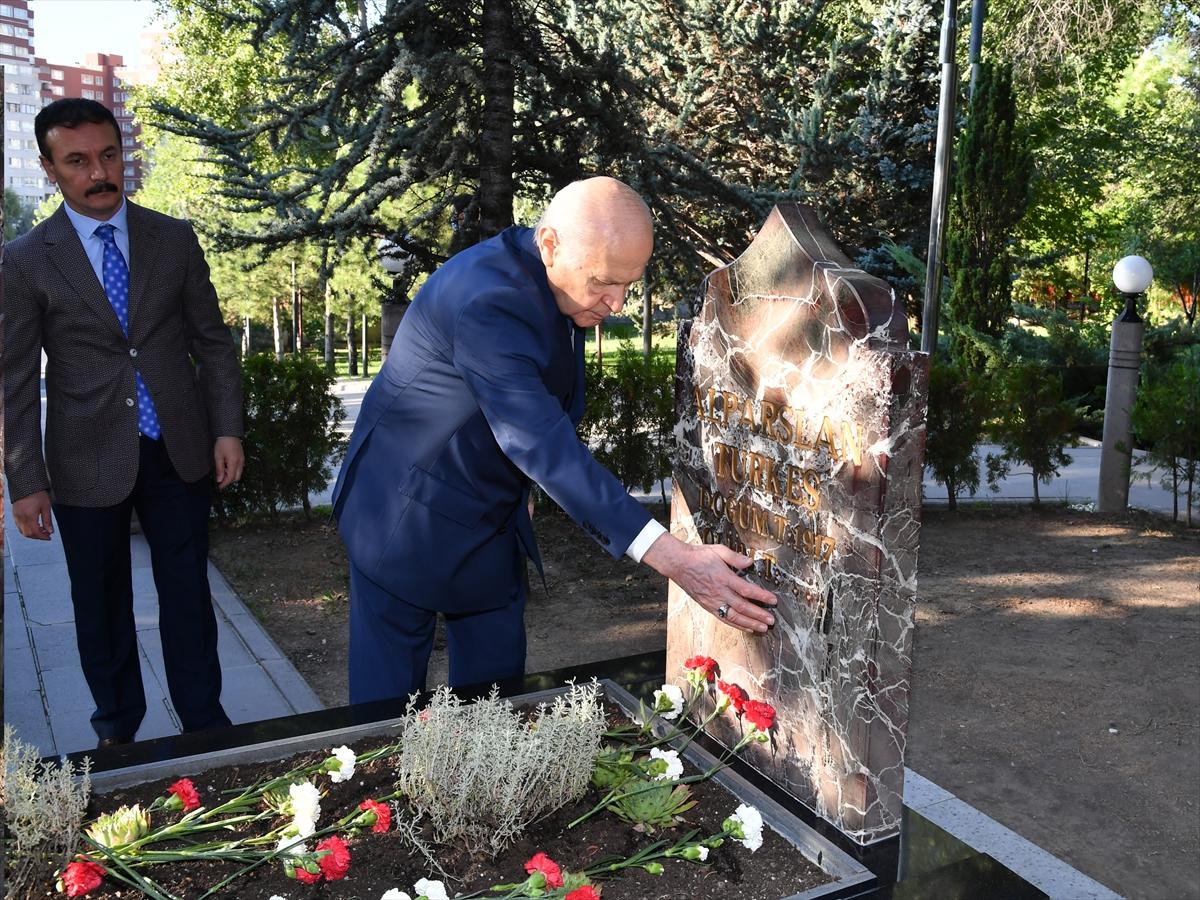 Bahçeli, Alparslan Türkeş'in kabrini ziyaret etti #6