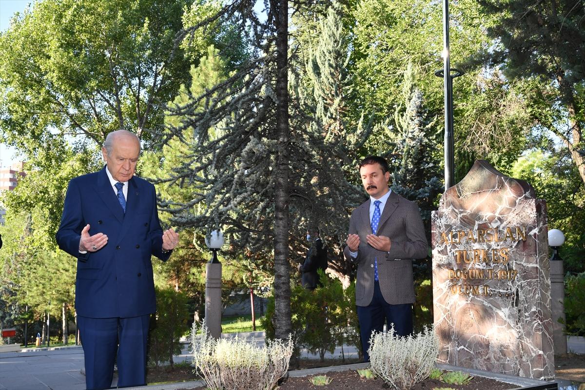 Bahçeli, Alparslan Türkeş'in kabrini ziyaret etti #3