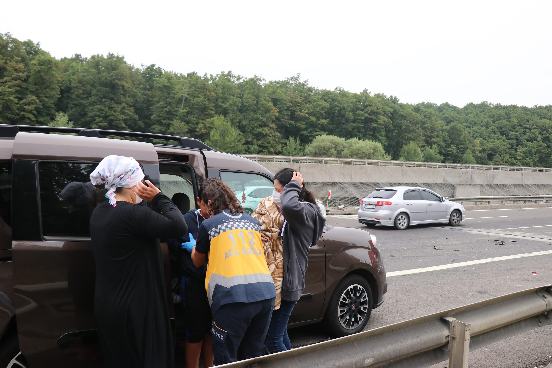 TEM'de zincirleme kaza: 8 yaralı #2