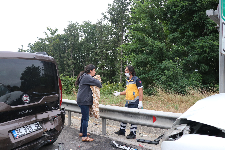 TEM'de zincirleme kaza: 8 yaralı #1