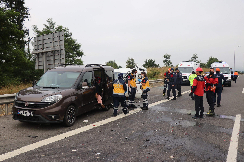TEM'de zincirleme kaza: 8 yaralı #4
