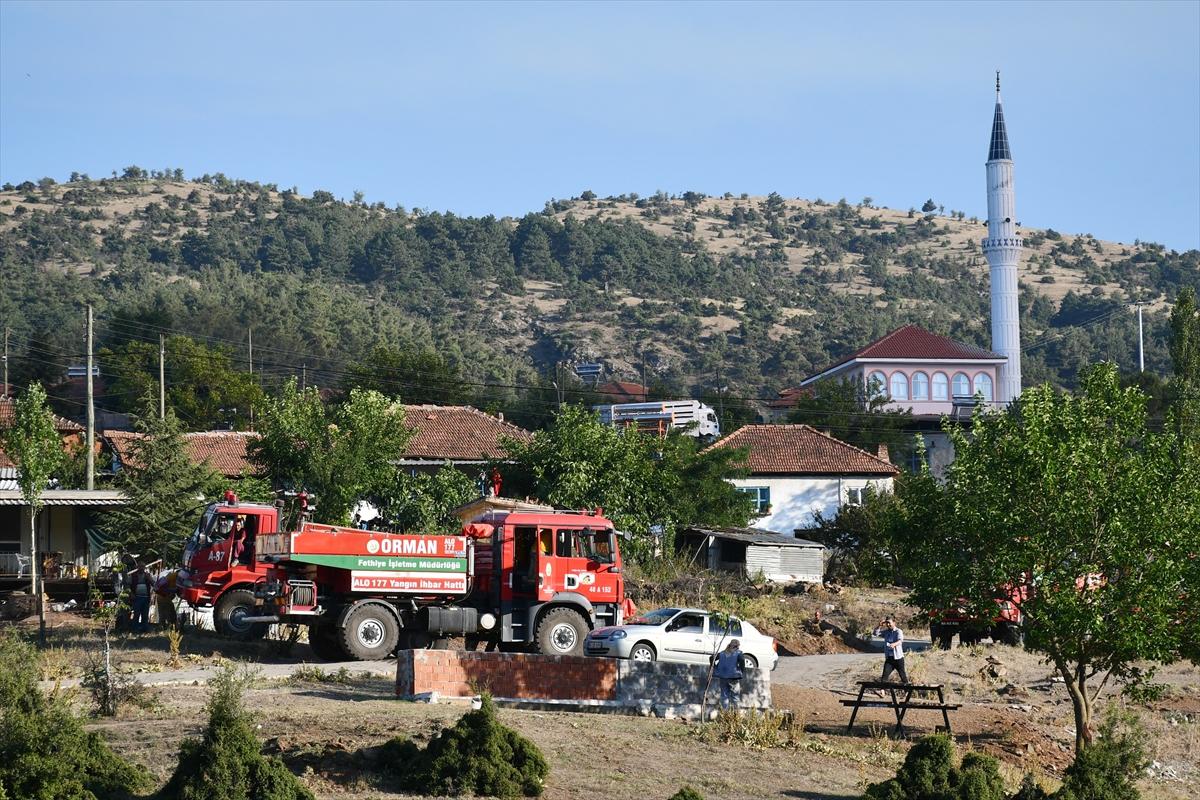 Bir orman yangını Manisa # 13 yerleşimlerine ulaştı