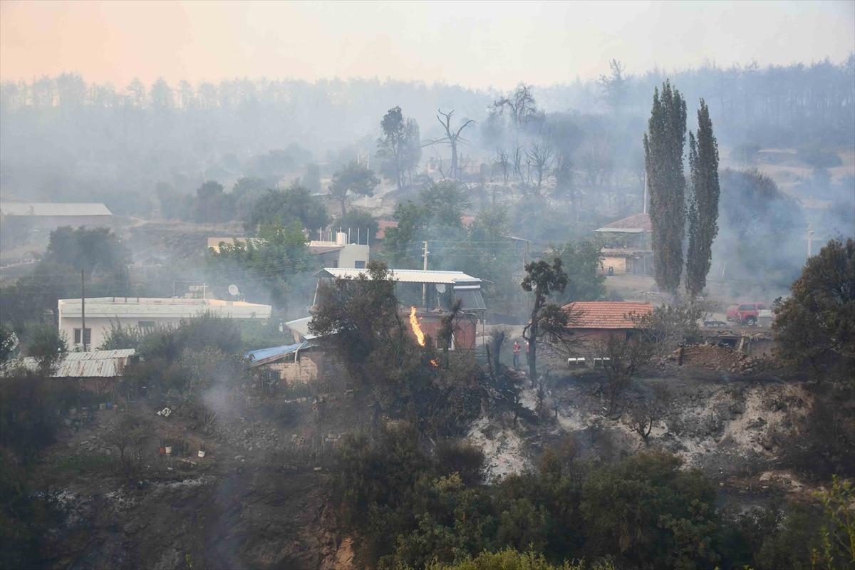 Bir orman yangını Manisa # 8 yerleşimlerine ulaştı