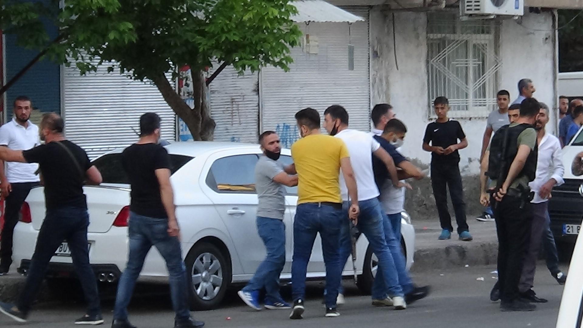 Diyarbakır'da pazar yeri kavgası: 12 yaralı #1
