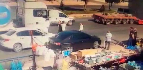 Konya'da, kaza sonrası darbedilen sürücü kamerada #3
