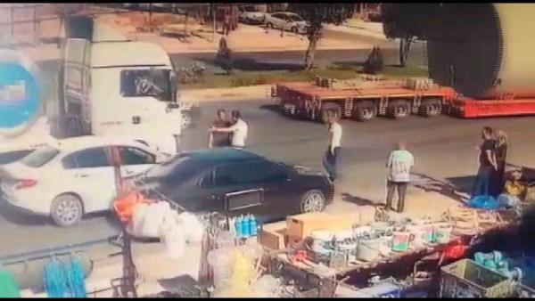 Konya'da, kaza sonrası darbedilen sürücü kamerada #2
