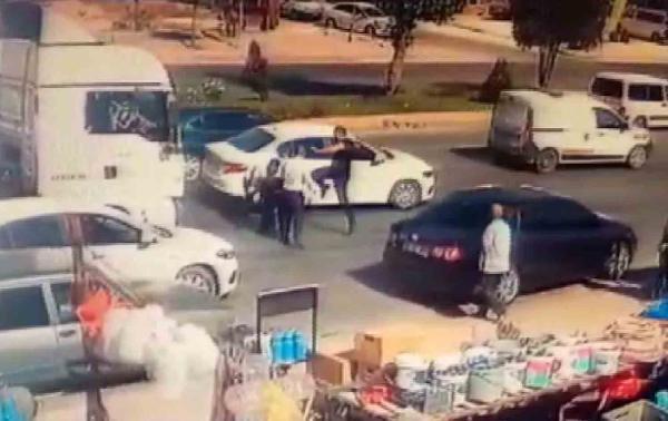 Konya'da, kaza sonrası darbedilen sürücü kamerada #5