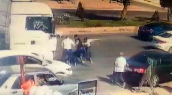 Konya'da, kaza sonrası darbedilen sürücü kamerada #4
