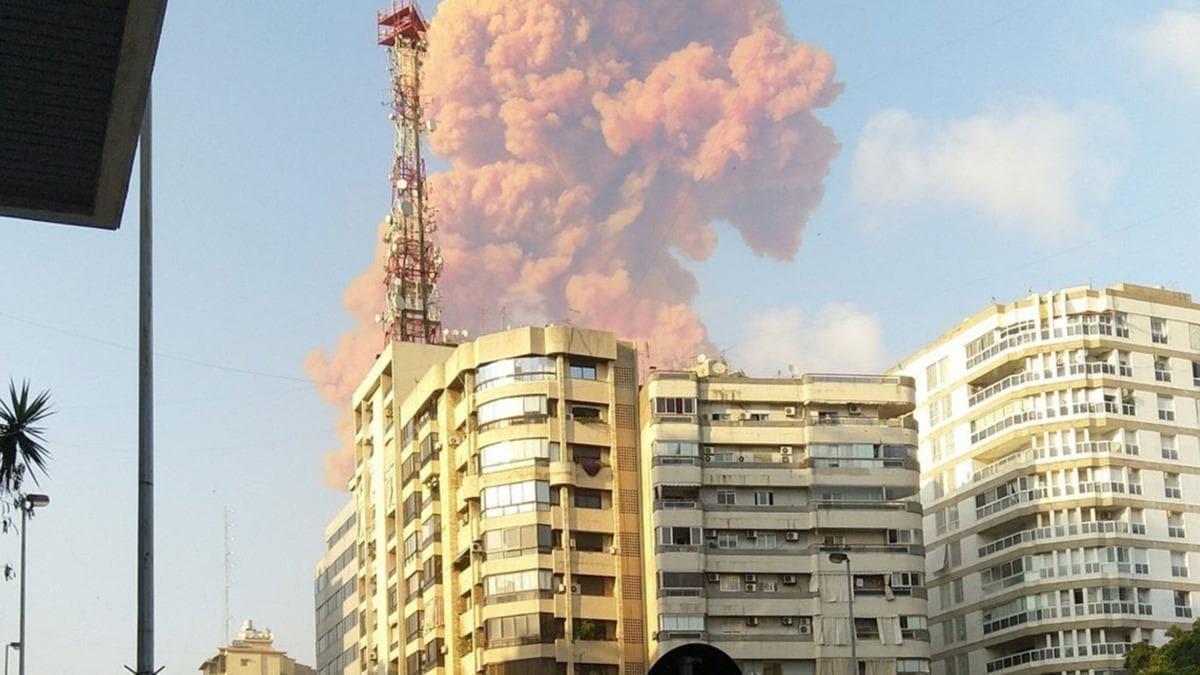 Lübnan'ın başkenti Beyrut'ta patlama  #1