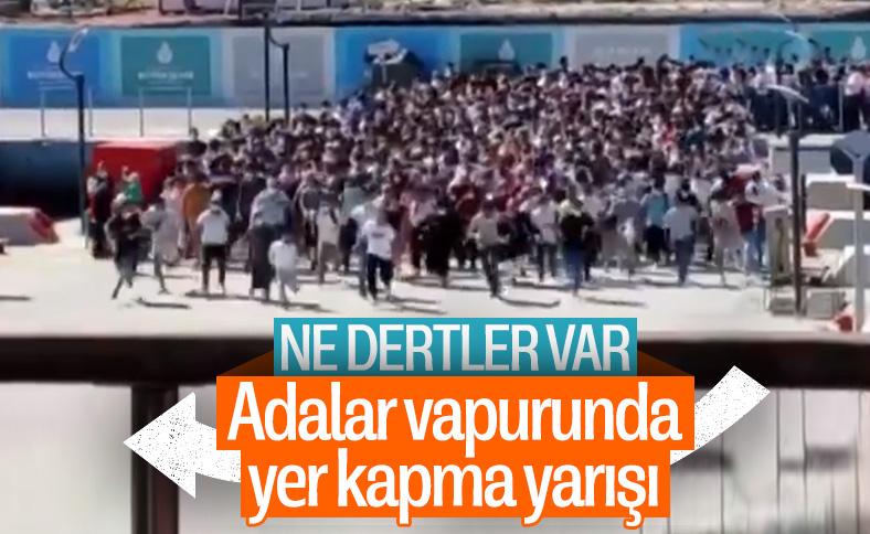 İstanbul'da vapura koşan vatandaşların görüntüsü şaşırttı