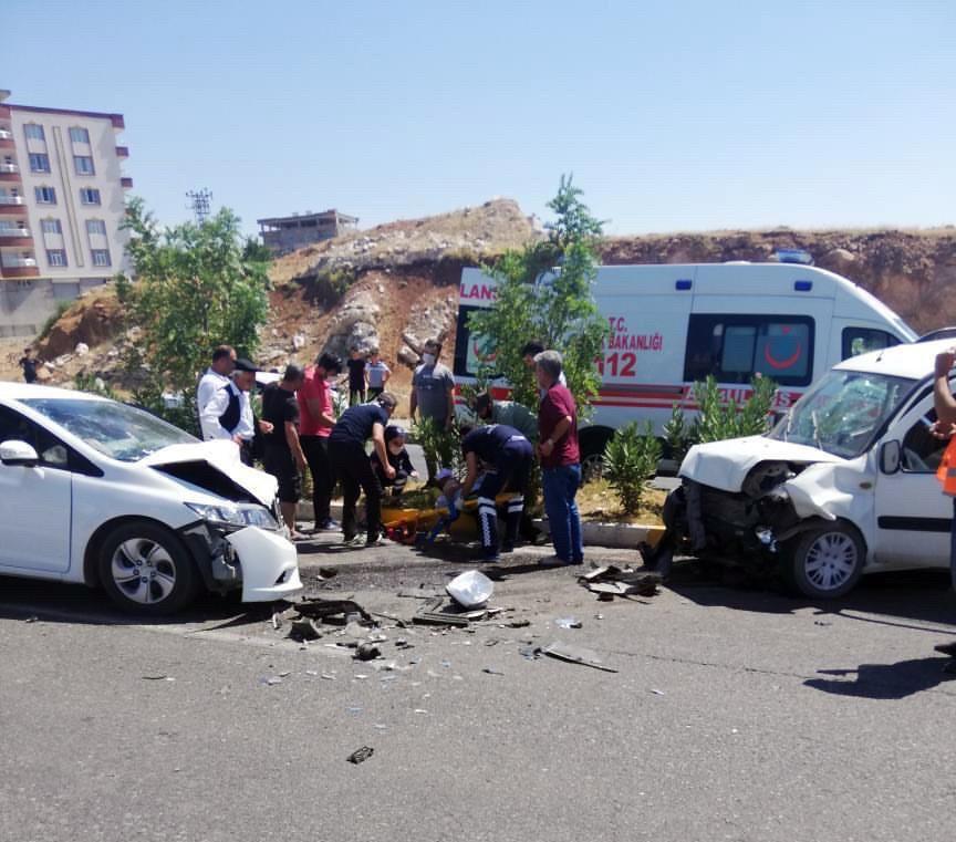 Siirt'te trafik kazası: 4 yaralı #1