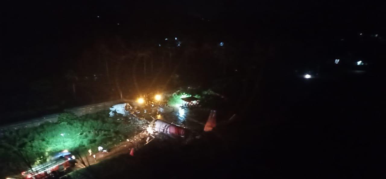 Hindistan da 191 kişiyi taşıyan uçak kaza yaptı  #1
