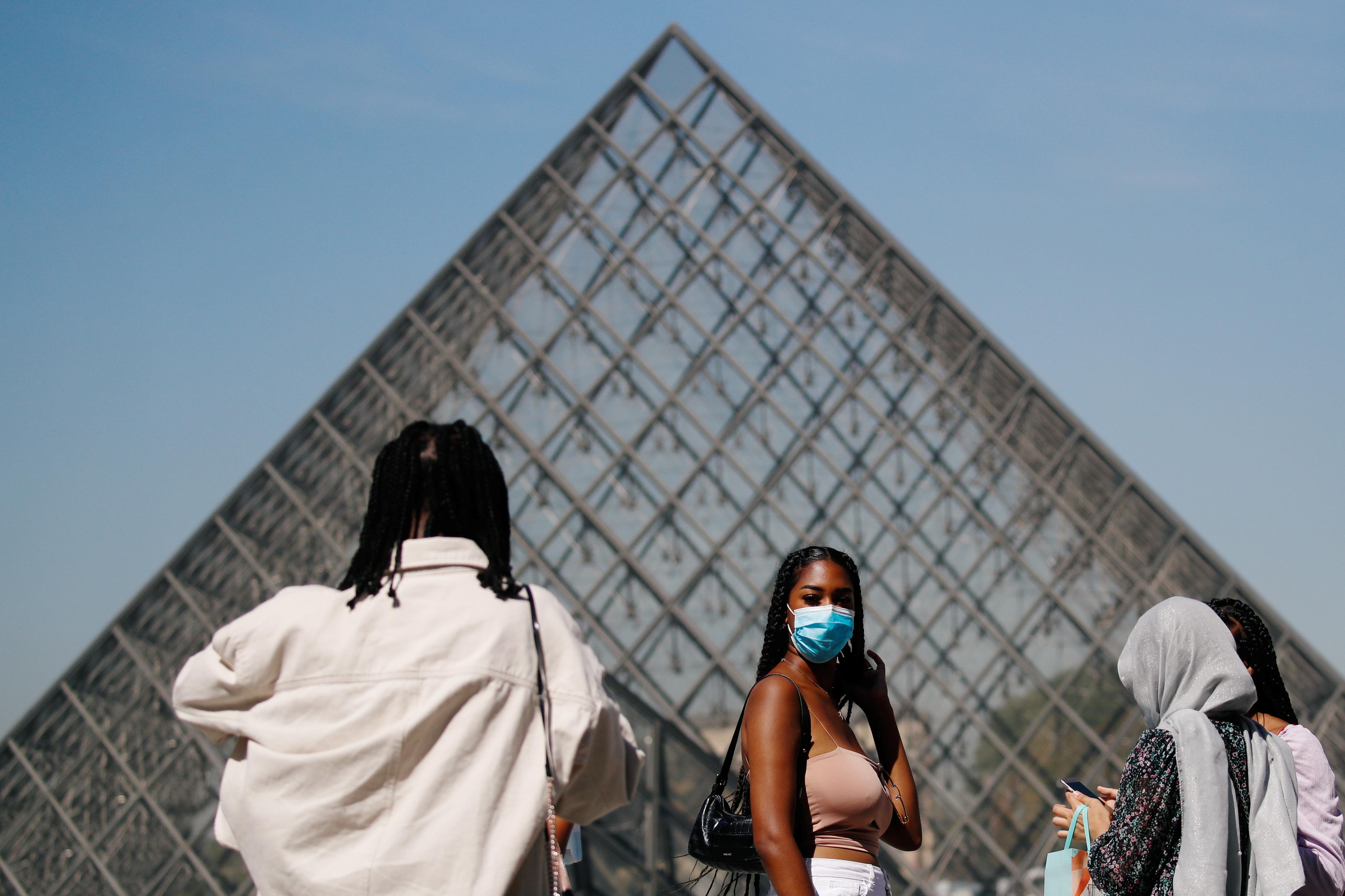 Fransa da iş yerlerinde maske takma zorunluluğu getirildi #1