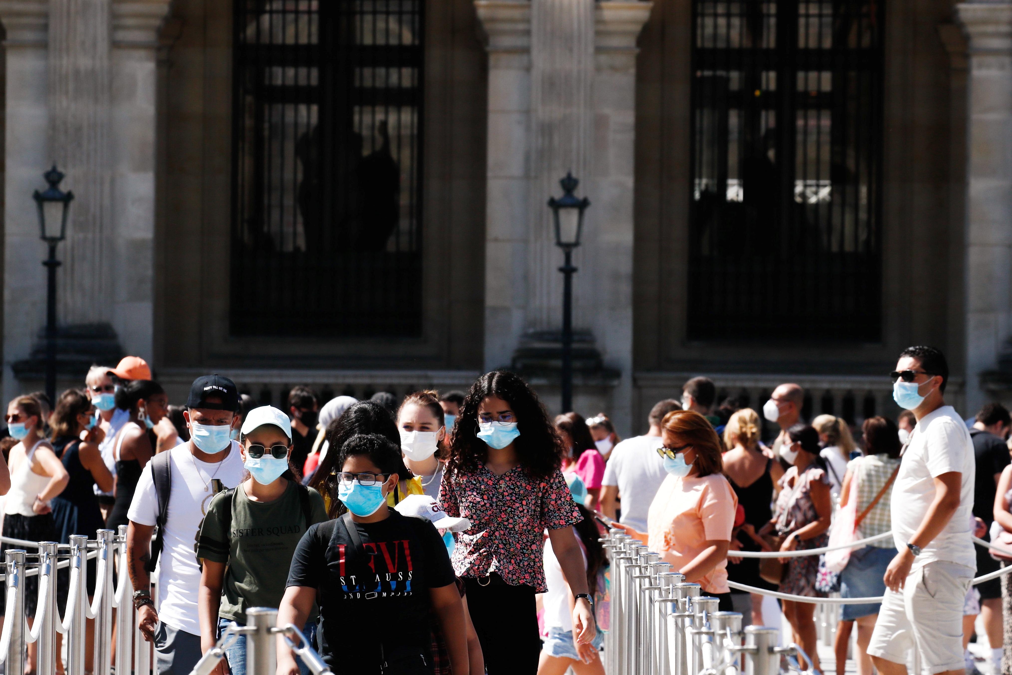 Fransa da iş yerlerinde maske takma zorunluluğu getirildi #7