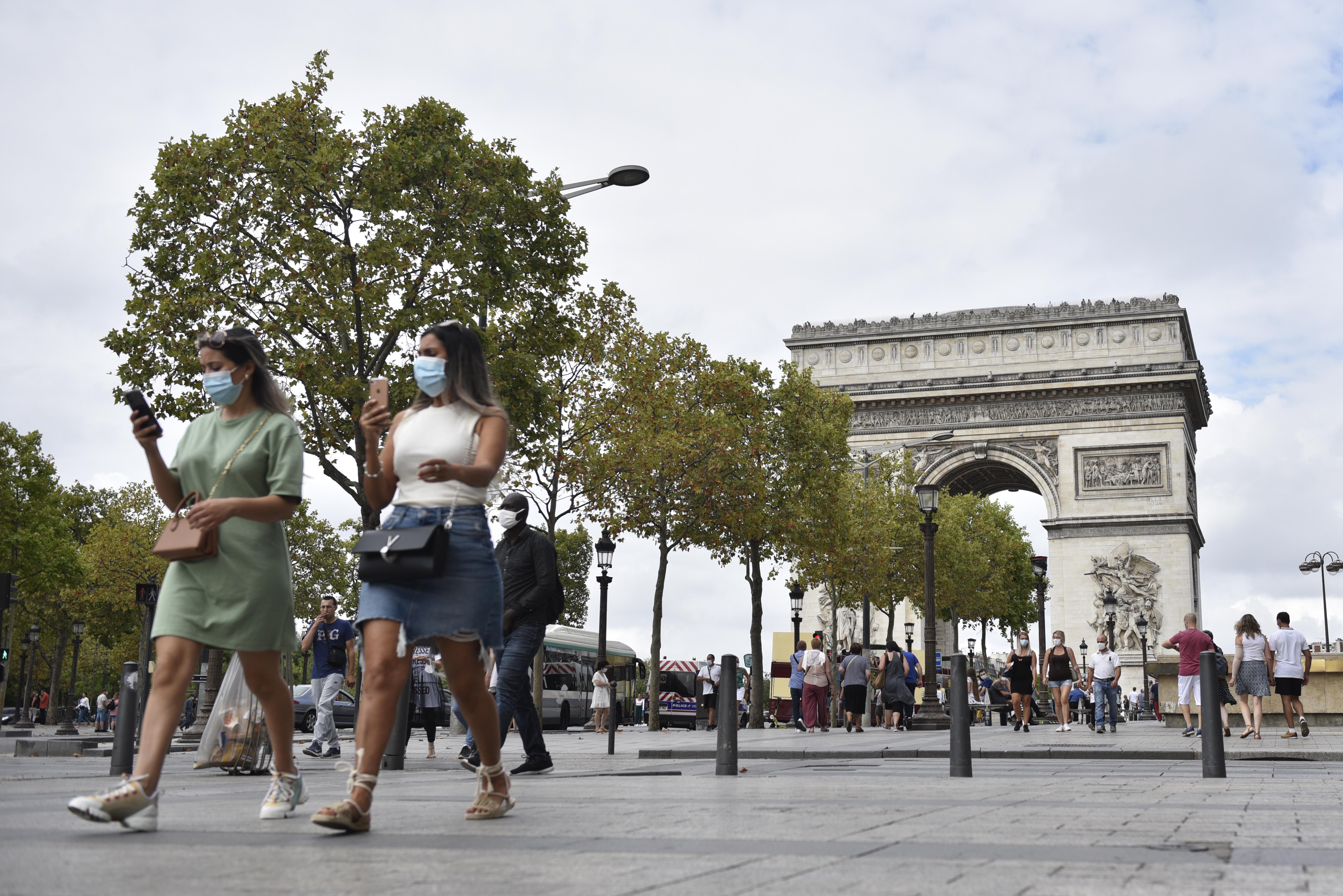 Fransa da iş yerlerinde maske takma zorunluluğu getirildi #6