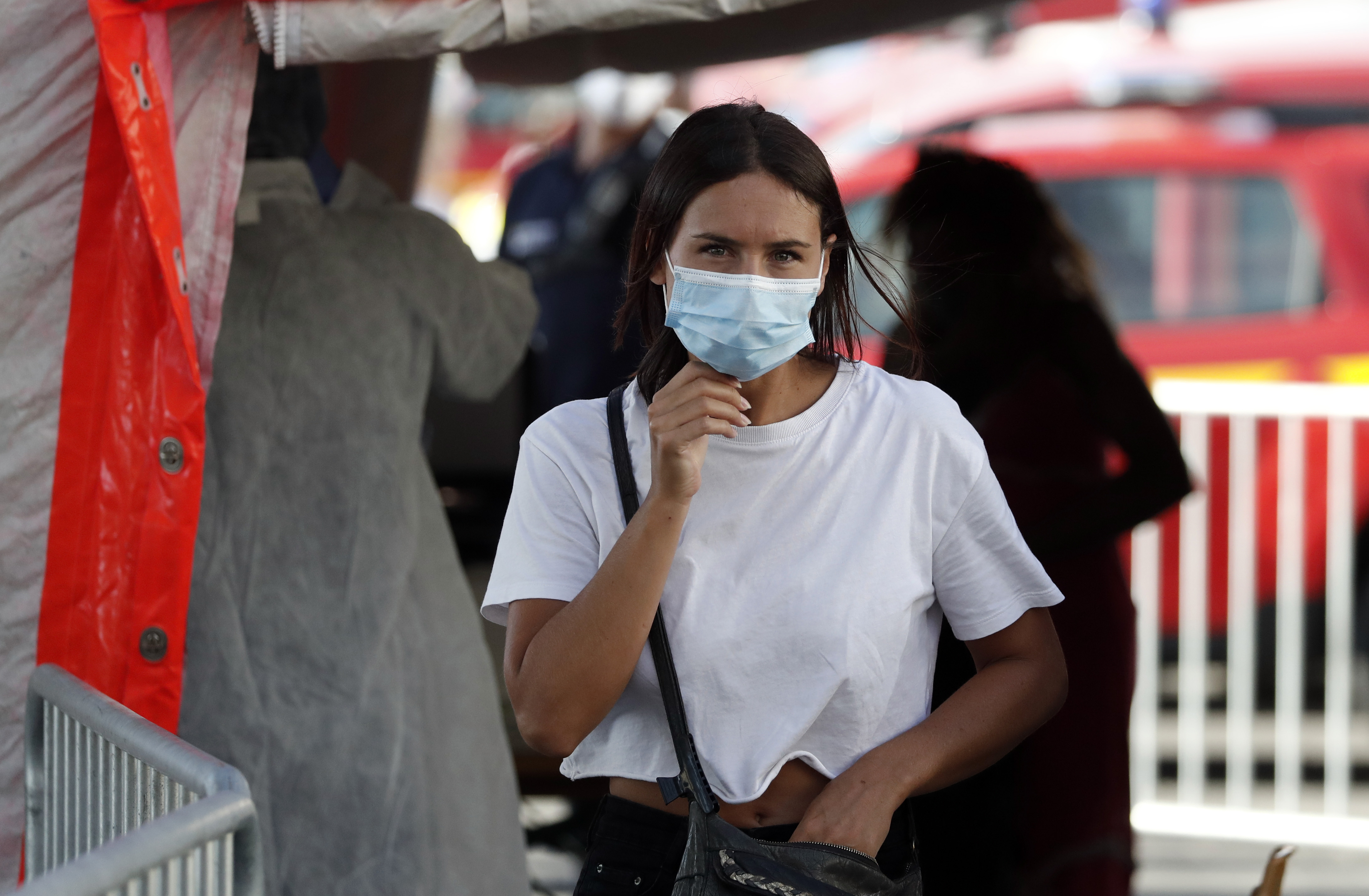 Fransa da iş yerlerinde maske takma zorunluluğu getirildi #4