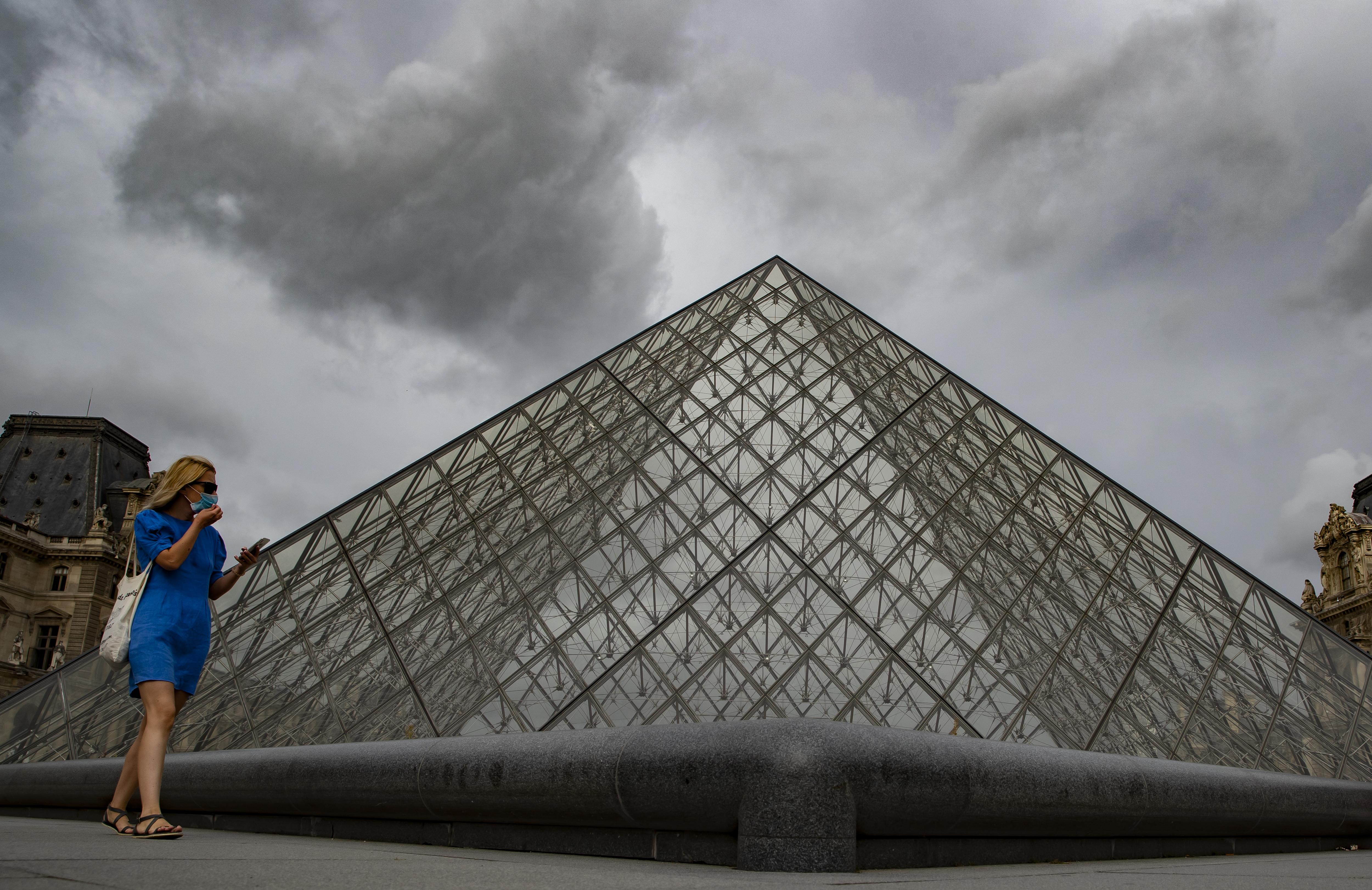 Fransa da iş yerlerinde maske takma zorunluluğu getirildi #5