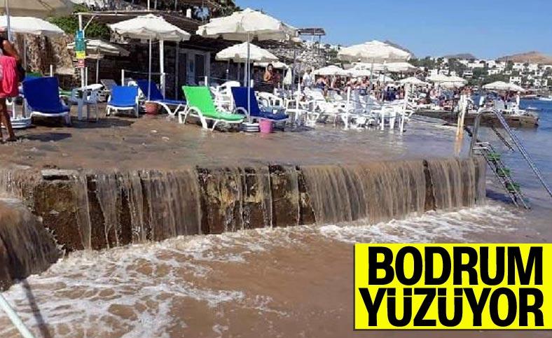 Bodrum'da su borusu patladı, sokakları su bastı