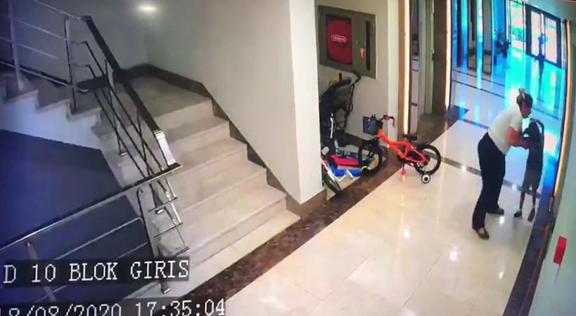 İstanbul da komşu çocuğuna  köpeğimle oynama  dayağı #1