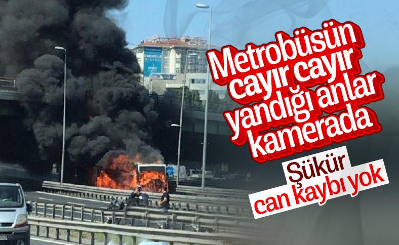 Bakırköy'de metrobüste yangın çıktı