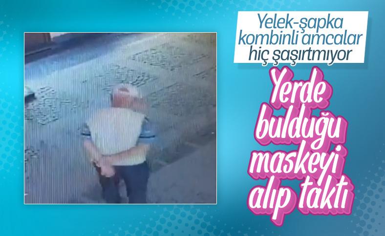 Yerde bulduğu maskeyi takan yaşlı adam kamerada