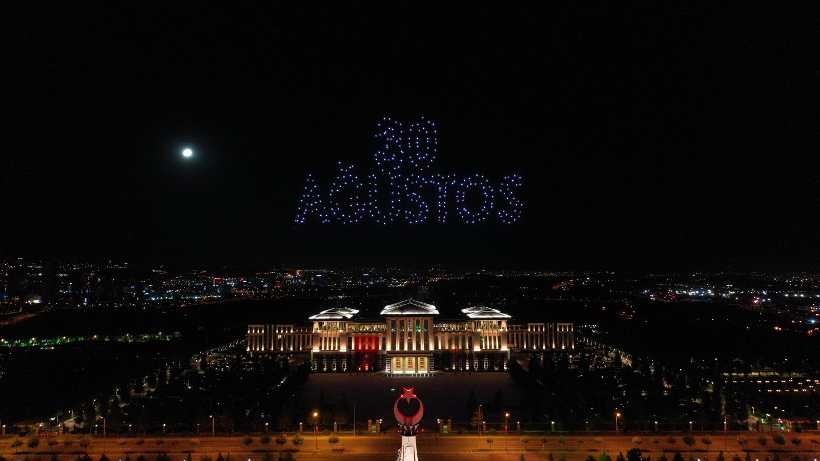 Beştepe de 300 drone ile ışık gösterisi yapıldı #3