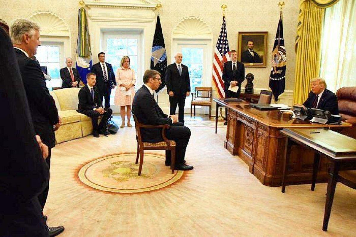 Kosova - Sırbistan anlaşmasından dikkat çeken fotoğraf #2