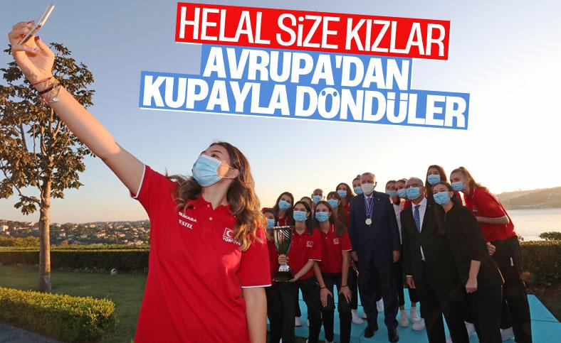 Cumhurbaşkanı Erdoğan, Avrupa şampiyonu voleybolcularımızı kabul etti