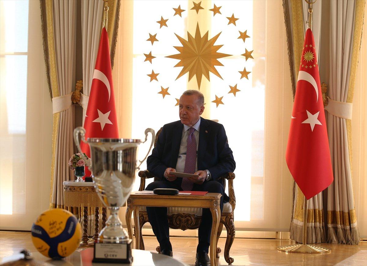 Cumhurbaşkanı Erdoğan, Avrupa şampiyonu voleybolcularımızı kabul etti #12