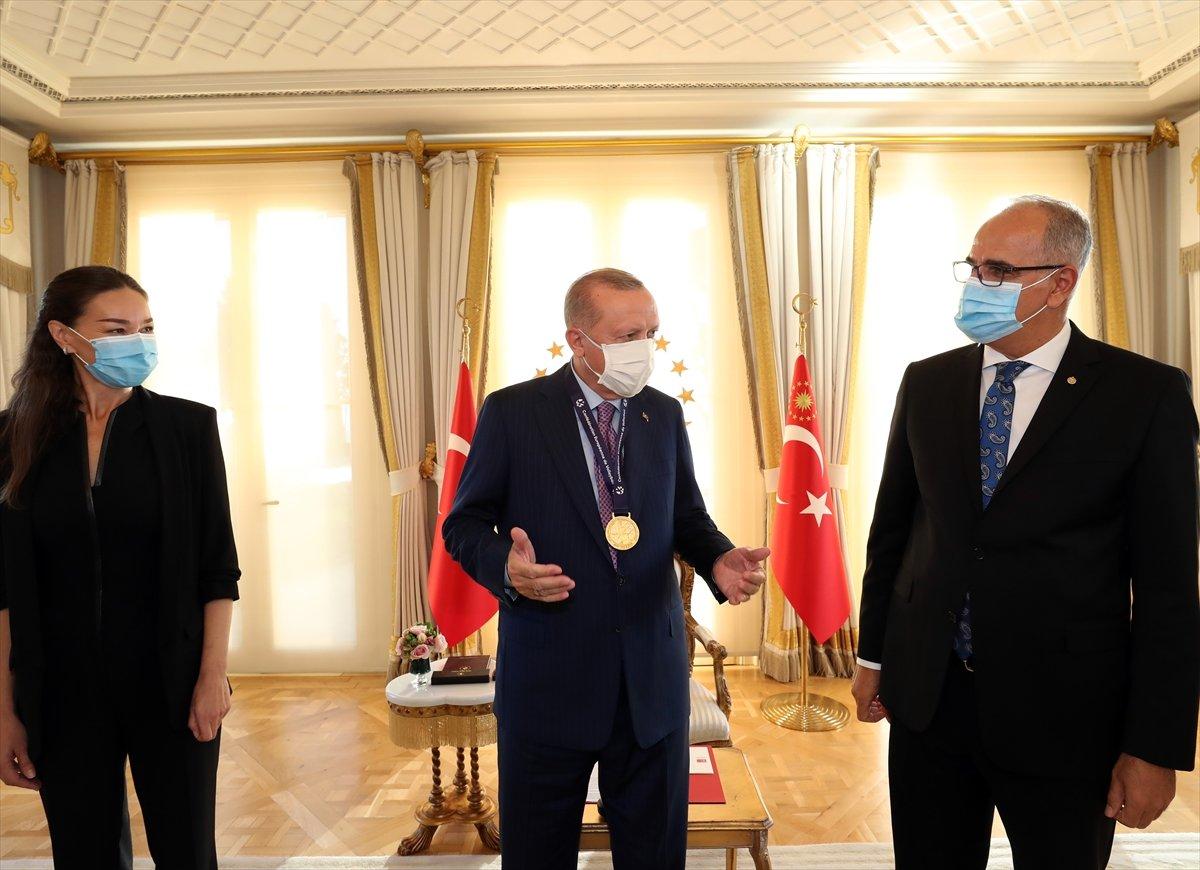 Cumhurbaşkanı Erdoğan, Avrupa şampiyonu voleybolcularımızı kabul etti #5