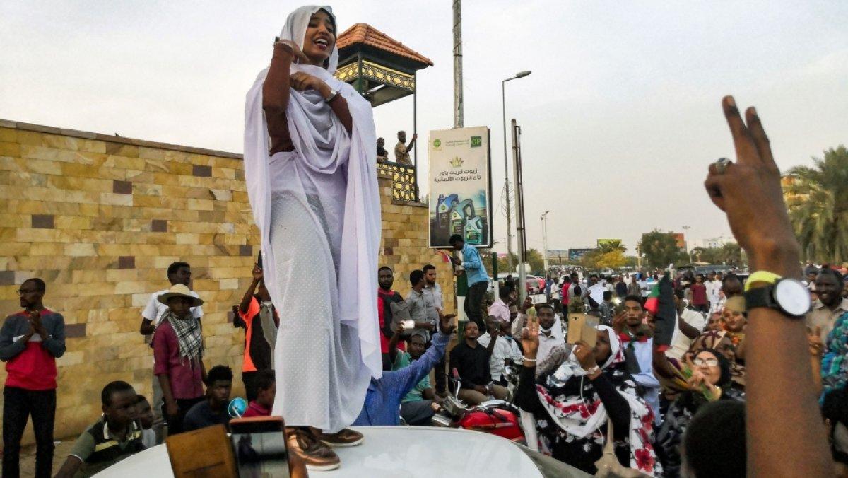 Sudan da 30 yıllık İslamcı yönetim bitiyor #1