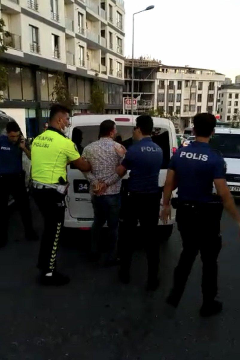 Esenyurt'ta polisi tehdit eden zorba sürücü gözaltına alındı  #1