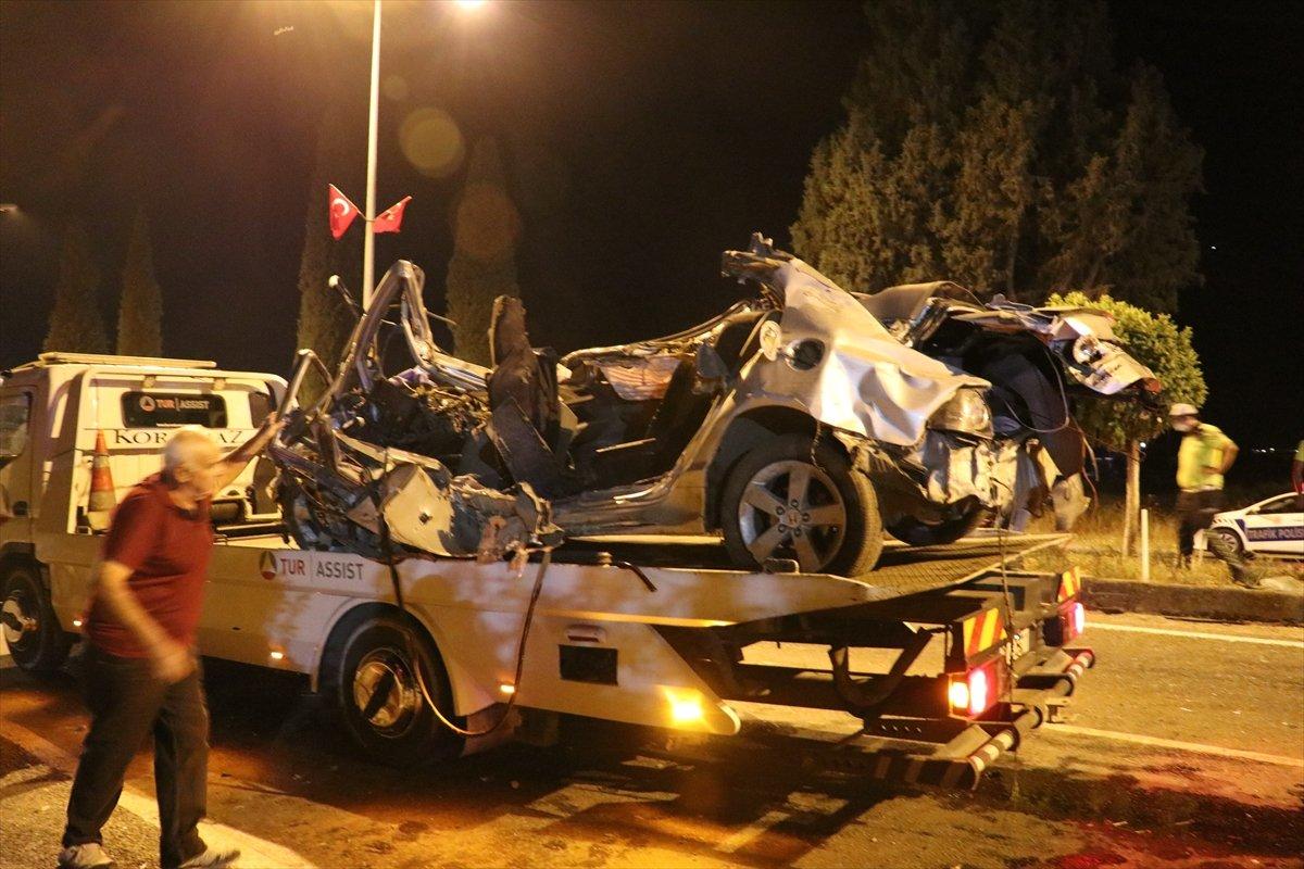 İzmir'de kaza: 2 ölü 2 yaralı