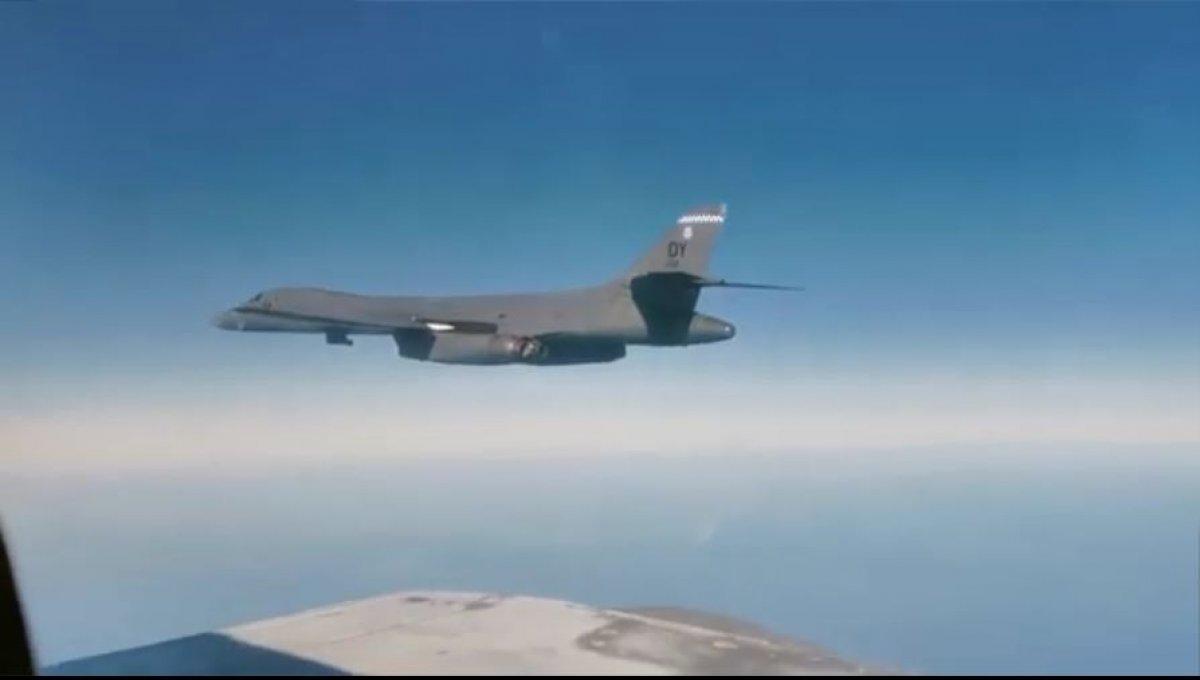 Rus uçağı Uzak Doğu da ABD uçağını önledi #1