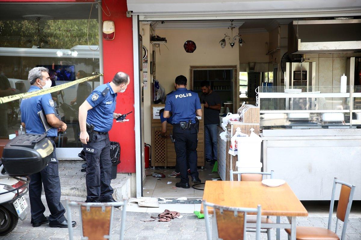 Adana'da tavuk döner yapan kafeyi basıp, 2 kişiyi yaraladılar #1