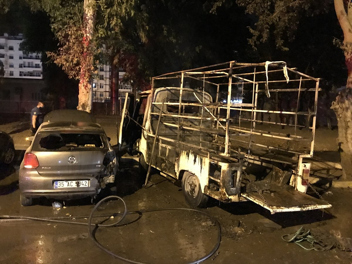 İzmir de 3 aracı kundakladığı iddia edilen zihinsel engelli kişi yakalandı #2