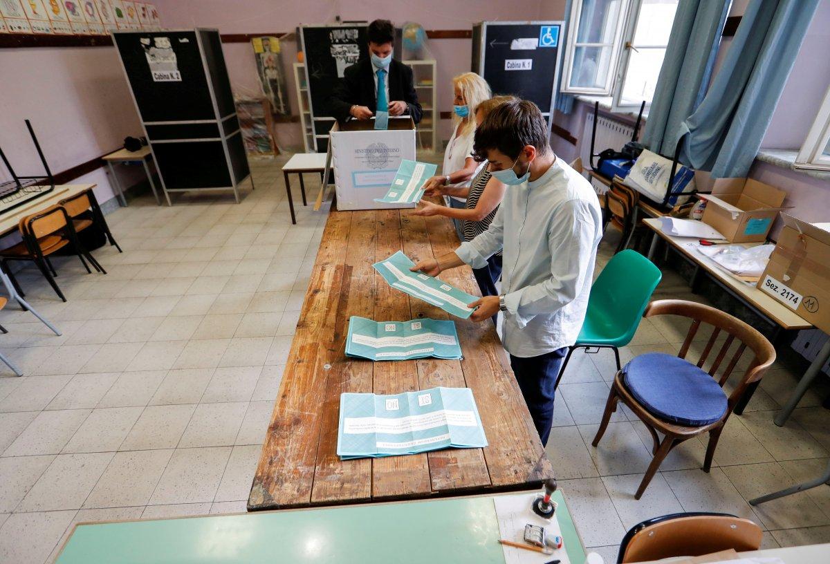 İtalyanlar milletvekili sayısının azaltılmasını istedi #4