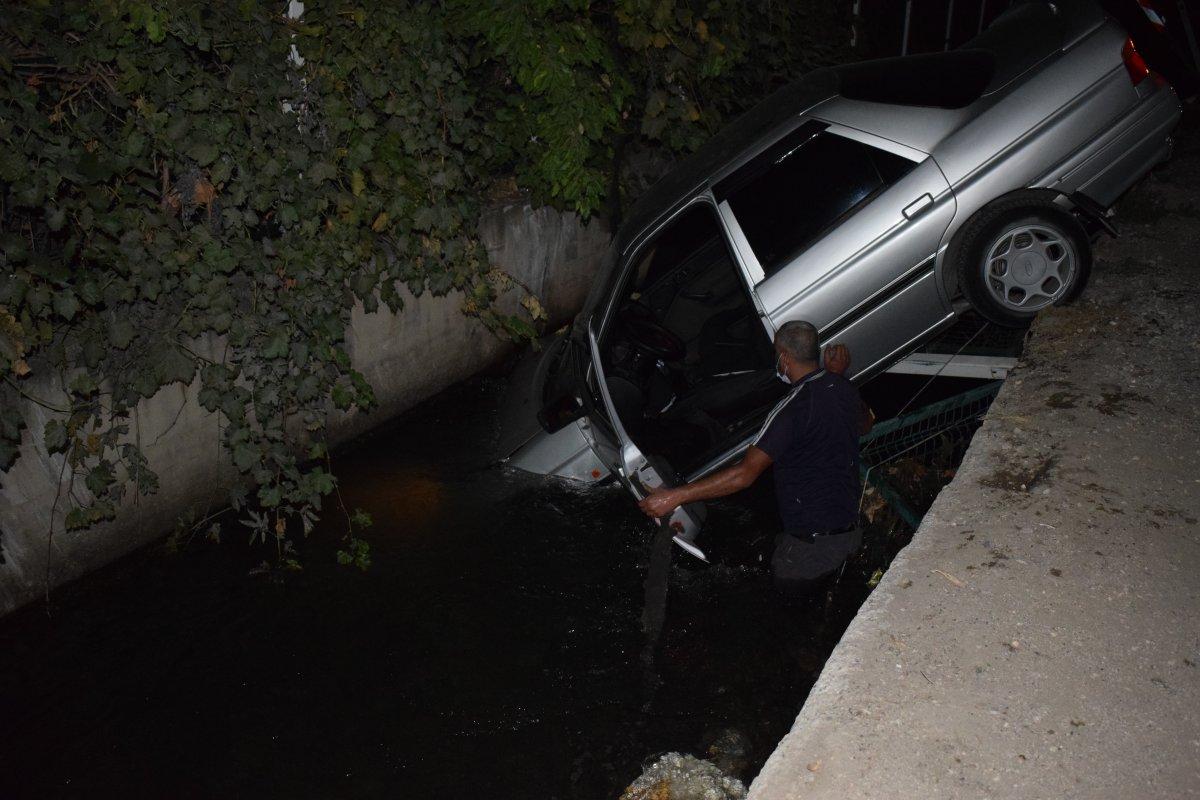 Malatya da bir sürücü aracıyla kanala uçtu #2