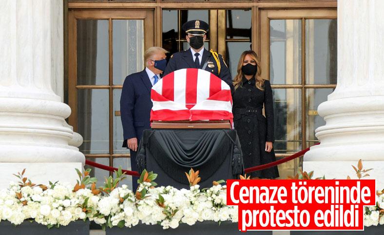 Trump cenaze töreninde yuhalandı