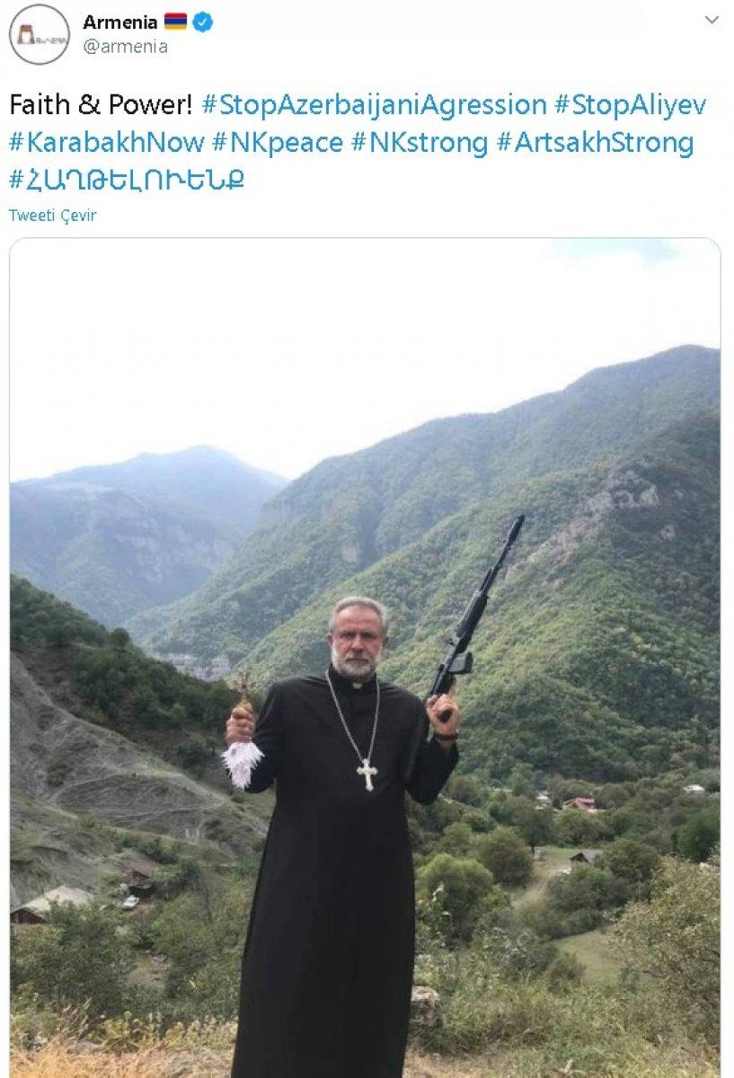 Ermenistan dan silahlı ve haçlı papaz paylaşımı #1