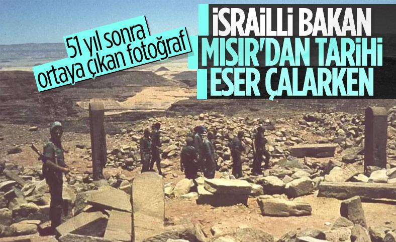 İsrail eski savunma bakanı Moşe Dayan'ın Mısır'dan tarihi eser çaldığı, fotoğraflarla tescillendi