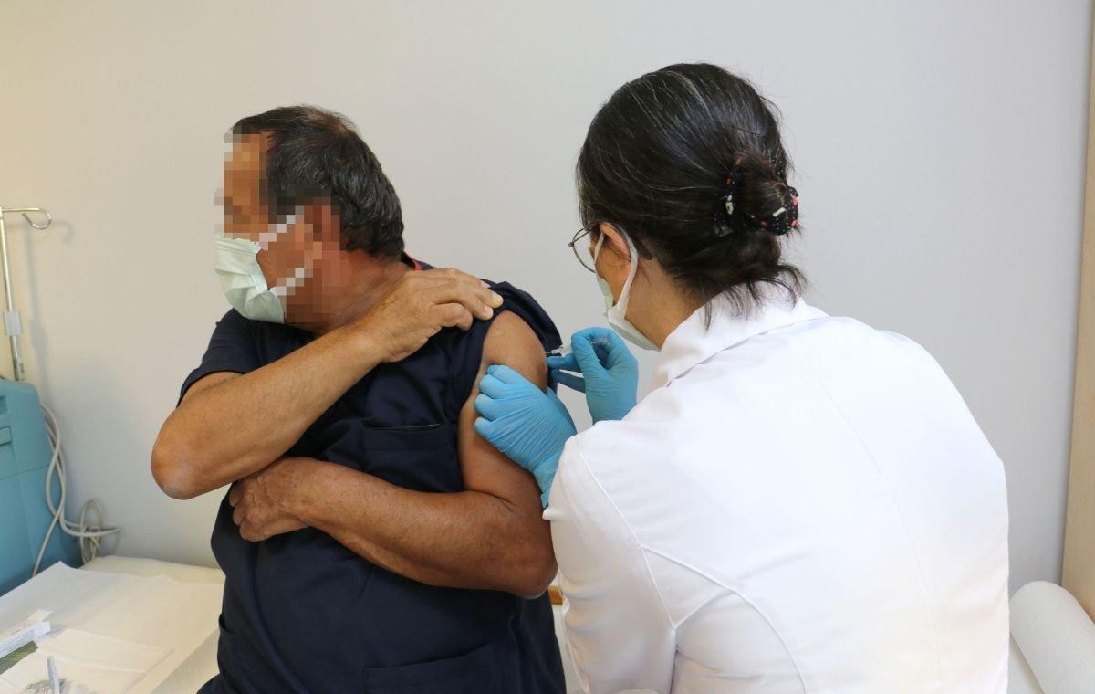 Türkiye de korona aşısının ilk gönüllü uygulamasında ikinci doz yapıldı #4