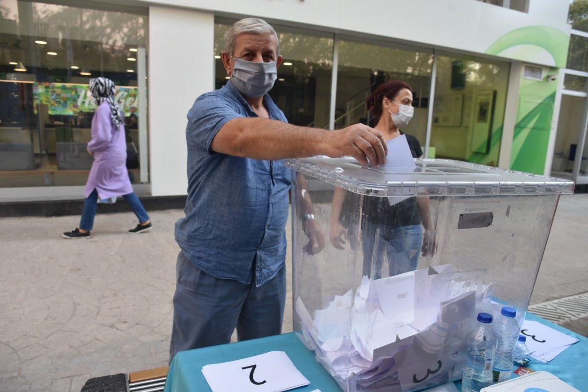 CHP li İzmit Belediyesi dikeceği heykeli halk oylamasına sundu #3