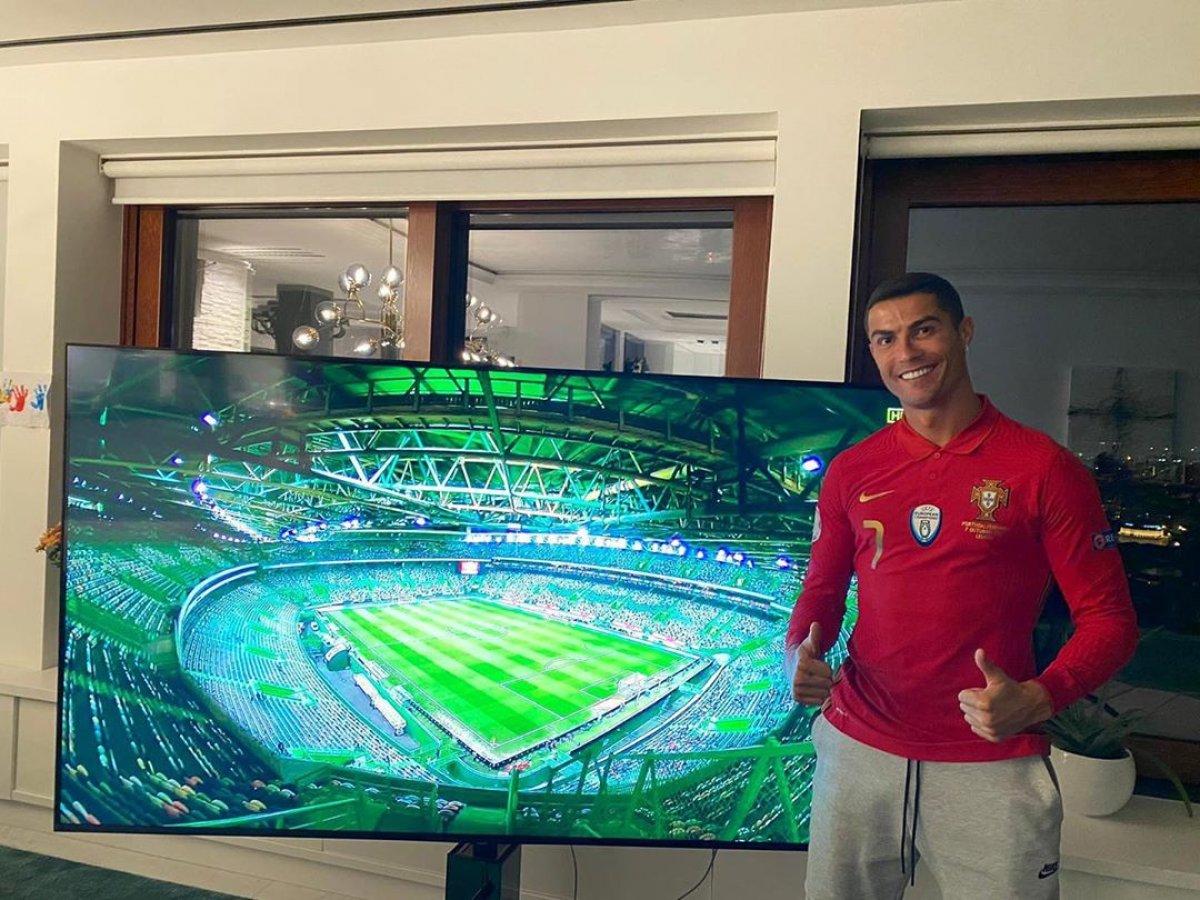 Ronaldo İsveç maçını televizyondan izledi #1
