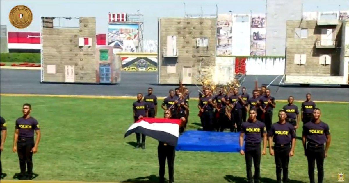 Mısır da güvenlik güçlerinin gülümseten  güç gösterisi  #6