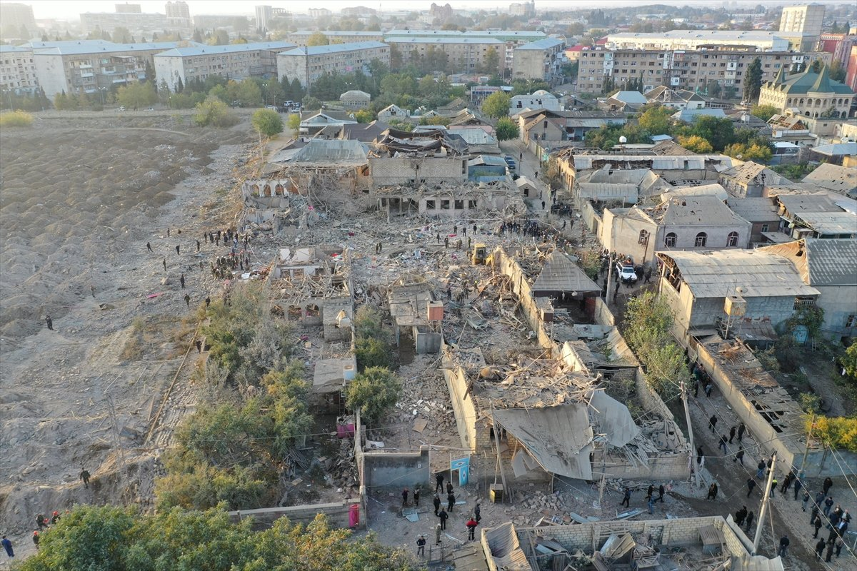 Gence de füze saldırısının ardından ortaya çıkan görüntüler #7