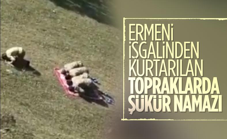 Azerbaycan askerleri kurtarılan topraklarda namaz kıldı